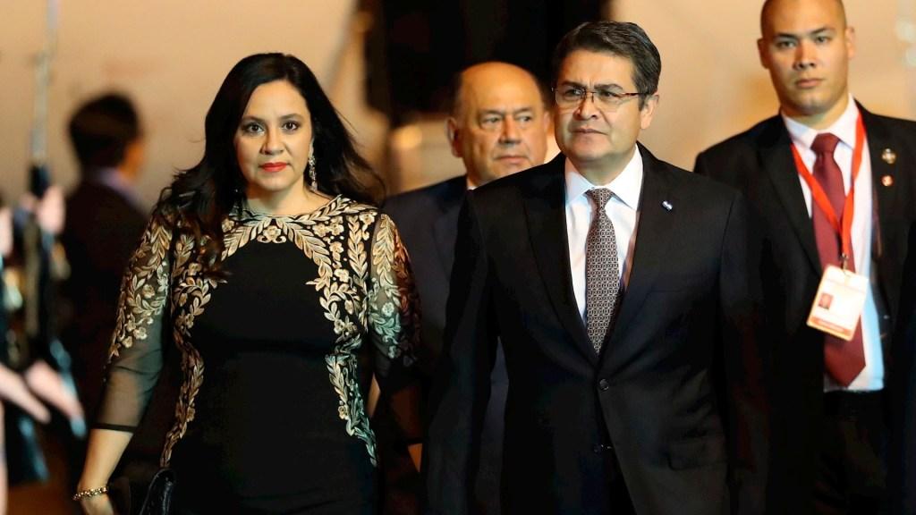 Juan Orlando Hernández, presidente de Honduras, da positivo a COVID-19 - Juan Orlando Hernández y esposa coronavirus COVID-19