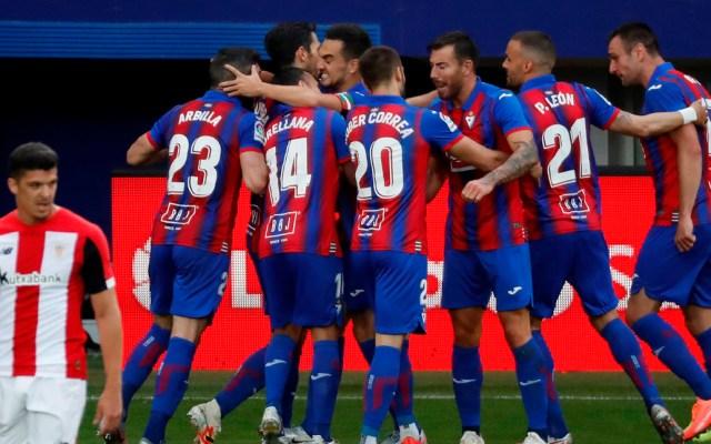 Empate del Eibar contra Athletic lo pone tres puntos por encima de la zona descenso - Jugadores del Eibar celebran gol contra el Athletic