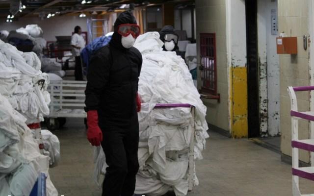 Así es el manejo de ropa COVID-19 en las plantas de lavado del IMSS - Foto de IMSS