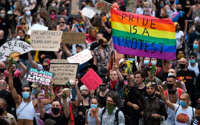 Activistas marchan en Londres mientras el Orgullo se vive también en internet - Foto de EFE