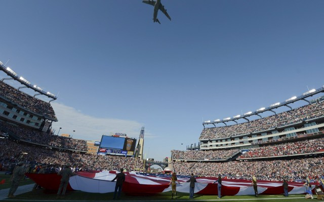 NFL estaría previendo que aficionados se reúnan afuera de los estadios - NFL estadio partido aficionados
