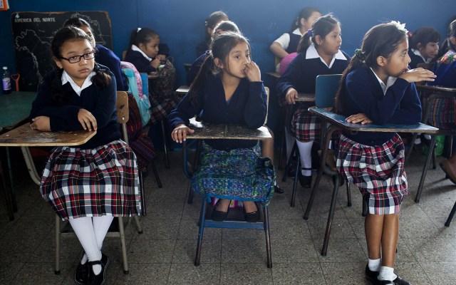 Pandemia puede retroceder el acceso a la educación de niñas en Latinoamérica - Niñas en salón de clases. Foto de EFE