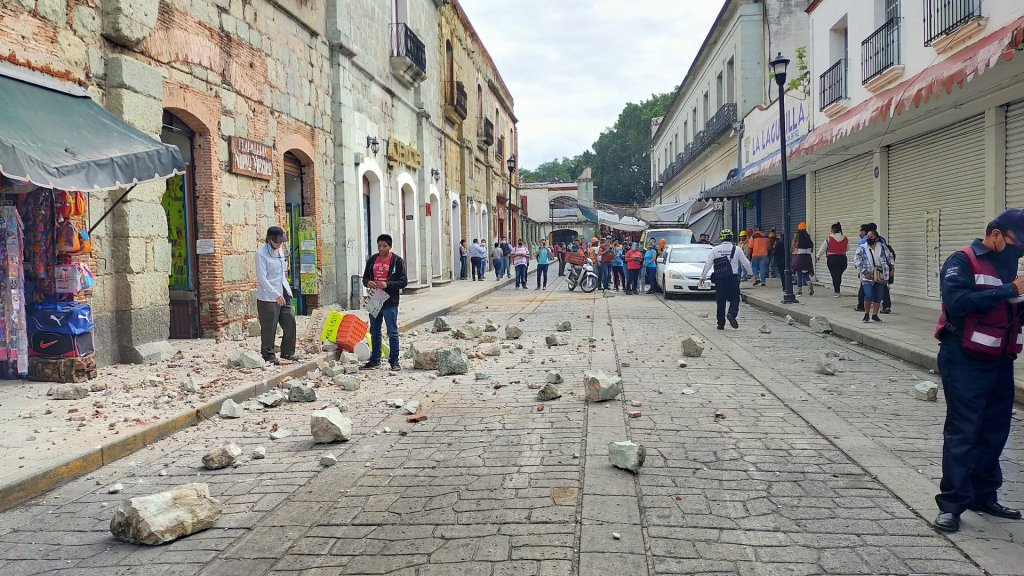 Suman 10 mil 404 réplicas del sismo magnitud 7.4 en Crucecita, Oaxaca - Calle de Crucecita, Oaxaca. Foto de Diario El Fortin de Oaxaca.
