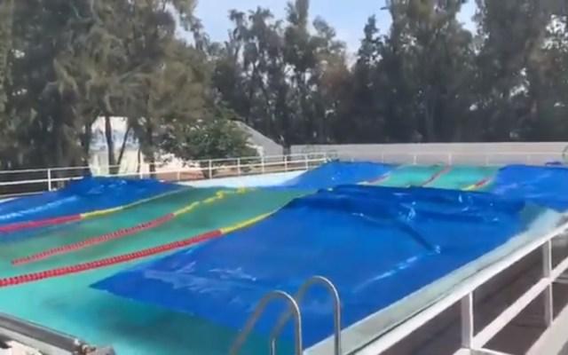 #Video Sismo crea olas en alberca de Ciudad Deportiva en CDMX - Olas en alberca de Ciudad Deportiva de la CDMX. Captura de pantalla / @Ponchole