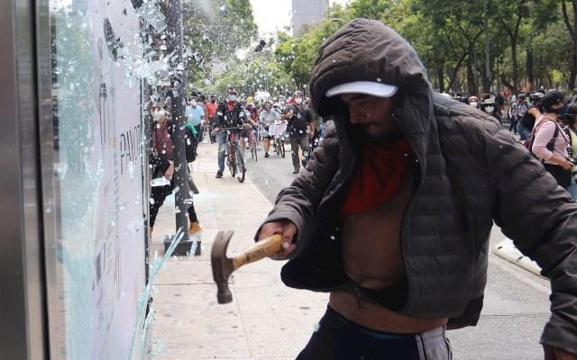 Otra jornada de protestas y actos vandálicos en Ciudad de México - Protestas Ciudad de México violencia policial