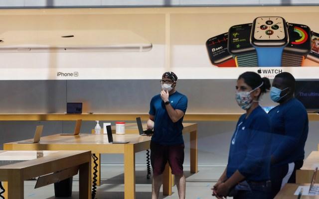 Unos 300 mil trabajadores volverán a sus puestos en Nueva York este lunes - Reapertura de tienda Apple en la ciudad de Nueva York. Foto de EFE