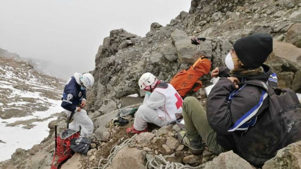#Video Cruz Roja rescata cuerpo de alpinista accidentado en el Iztaccíhuatl - Foto de Cruz Roja