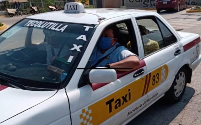 Taxistas rechazan Hoy No Circula en Tabasco; la medida busca disminuir contagios de COVID-19 - Taxista de Tabasco con cubrebocas ante pandemia de COVID-19. Foto de Corat