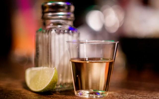 Investigan en Guerrero muerte de ocho personas tras consumir tequila - tequila guerrero