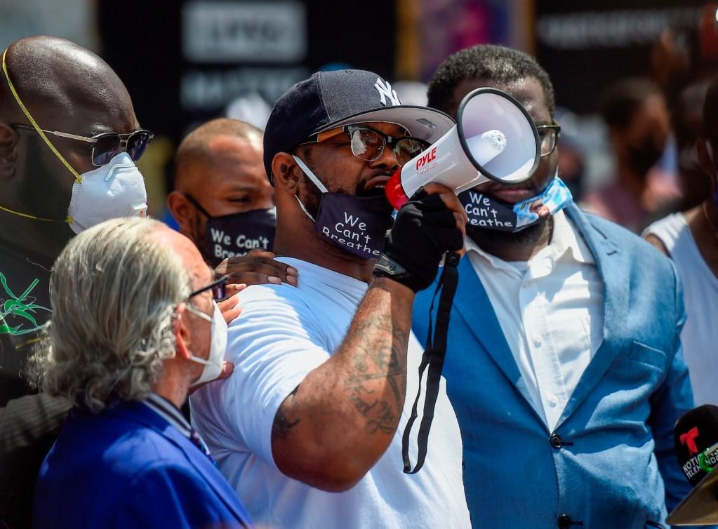 #Video Hermano de George Floyd pide detener disturbios; hace un llamado a reflexionar el voto - Foto de EFE