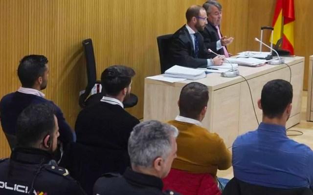 Nueva condena contra jóvenes españoles de 'La Manada' por abuso sexual - Tribunal español durante condena a miembros de La Manada