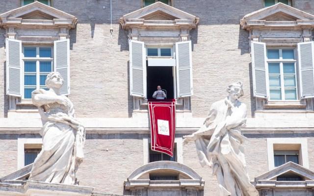 Vaticano publica ley para control y transparencia de contratos públicos - El papa Francisco en la Plaza de San Pedro. Foto de EFE/ EPA/ ANSA/ CLAUDIO PERI.
