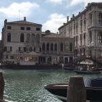 Turistas se asoman en Venecia como aves raras