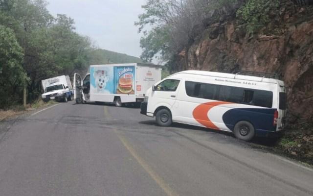 Sujetos armados bloquean accesos a dos municipios en Michoacán - Aguililla Buenavista Bloqueos criminales Michoacán