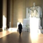 AMLO deposita ofrenda floral en monumento a Abraham Lincoln