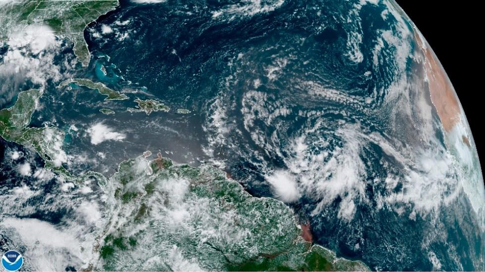 EE.UU. vigila sistema que puede convertirse en la tormenta 'Isaías' - Foto de EFE