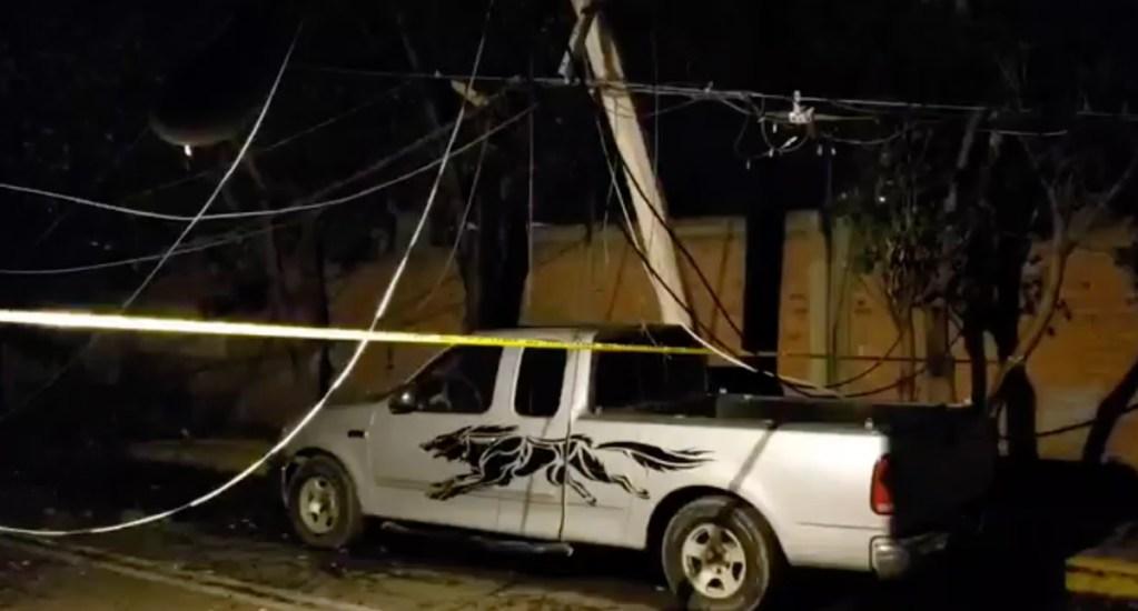 Caída de árboles, por lluvias de anoche, dañan vehículos y postes de luz en Iztapalapa y Cuauhtémoc - Caída de árbol en Iztapalapa
