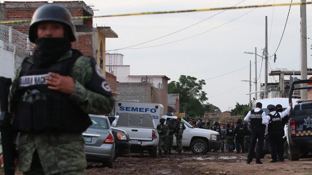 Detenidos por caso Irapuato pertenecerían presuntamente al Cártel de Santa Rosa de Lima, afirma Fiscalía de Guanajuato - Calle cerrada en Irapuato por ataque al interior de un centro de rehabilitación. Foto de EFE