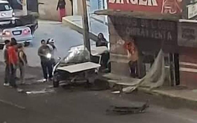 #Video Taxista choca contra poste en Tecámac; mueren cuatro personas - Choque de taxi en Tecámac. Foto de @tvregionzumpango