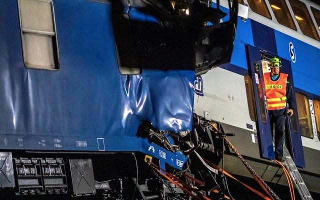 Al menos un muerto y 35 heridos por choque de trenes en República Checa; es el segundo en menos de una semana - Foto de EFE