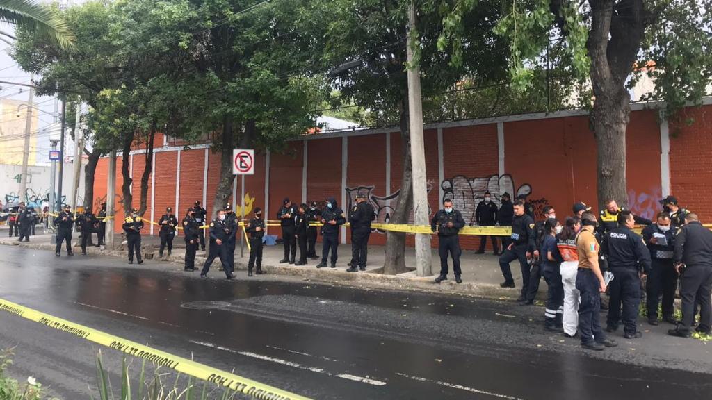 #Video Así se suicidó presunto ladrón tras ser acorralado por la policía en la colonia Buenos Aires - Dr. Vértiz y Viaducto balacera disparos ataque muerto