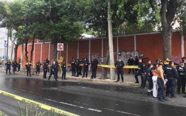 Presunto asaltante se dispara tras persecución policíaca en Vértiz y Viaducto - Dr. Vértiz y Viaducto balacera disparos ataque muerto