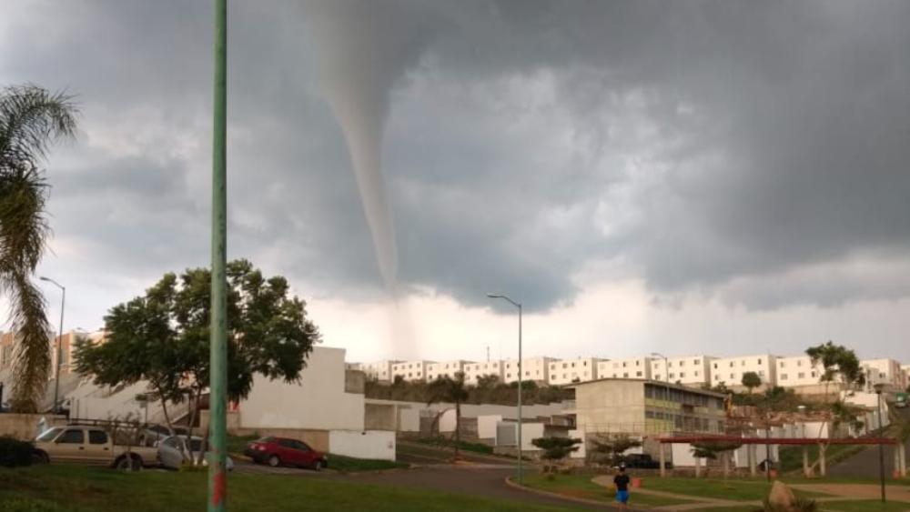 #Video Captan tornado durante tormenta en Jalisco - Foto de @PCJalisco