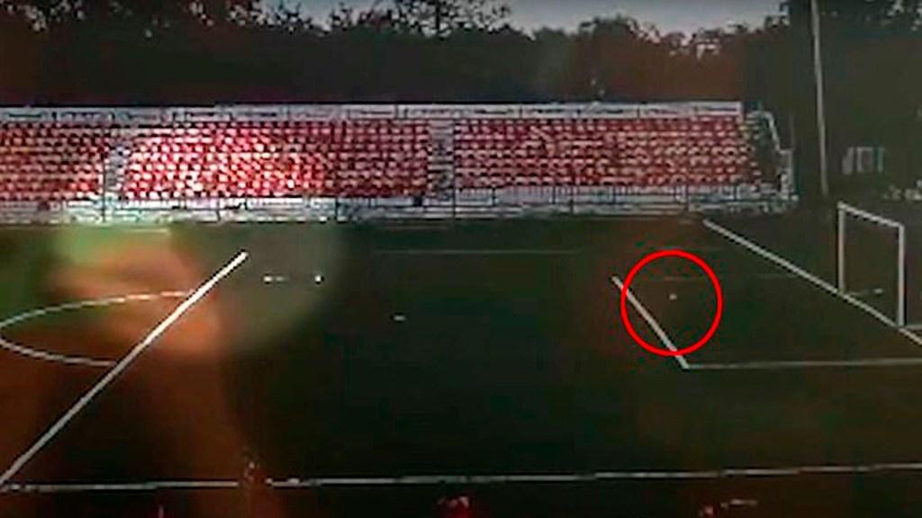 #Video Futbolista de 16 años es alcanzado por rayo durante entrenamiento - Futbolista rusia rayo