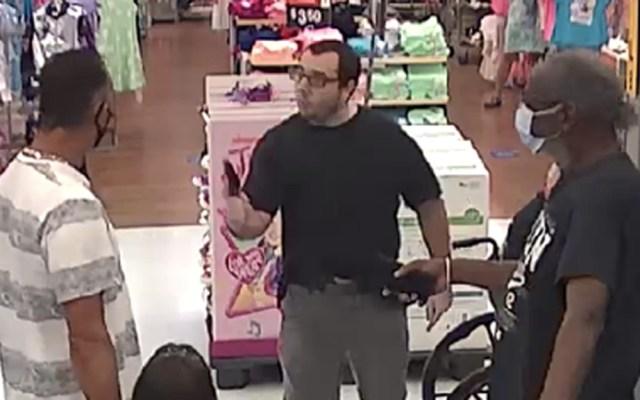 Sujeto en Florida amenaza con pistola a hombre que le reclamó por no usar cubrebocas - Hombre amenaza de muerte a otro en Walmart de Palm Beach, Florida. Foto de @PBCountySheriff