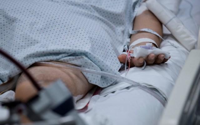 Reconoce OPS atención hospitalaria en México por COVID-19 - Paciente con COVID-19 en hospital. Foto de EFE