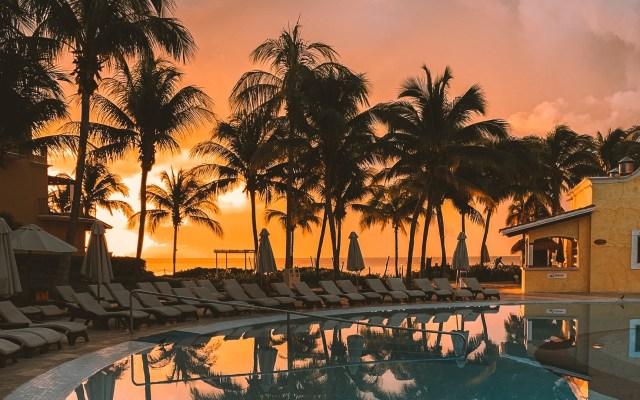 Gobierno de México prestará 510 mdd a hoteles ante crisis por COVID-19 - Hotel en Cancún, Quintana Roo. Foto de Keenan Barber / Unsplash