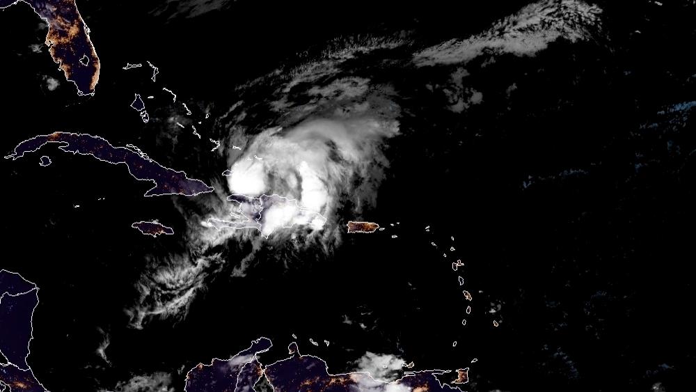 Huracán 'Isaías' sacude Turcos y Caicos en su avance hacia Bahamas - Foto de EFE