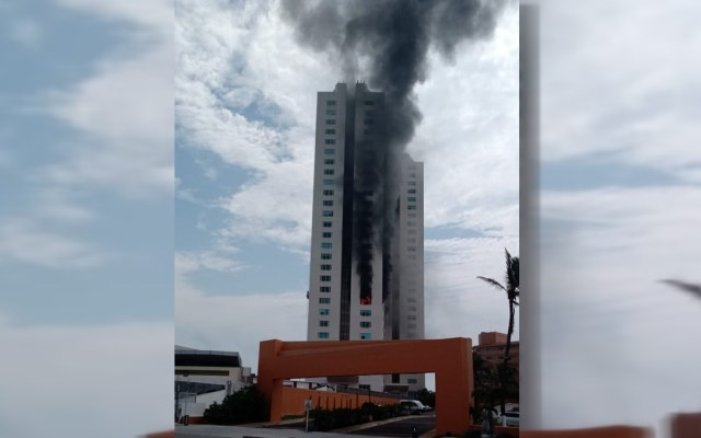 #Video Se incendia torre departamental en Boca del Río, Veracruz - Incendio en torre departamental de Boca del Río, Veracruz. Foto de @LSRVeracruz