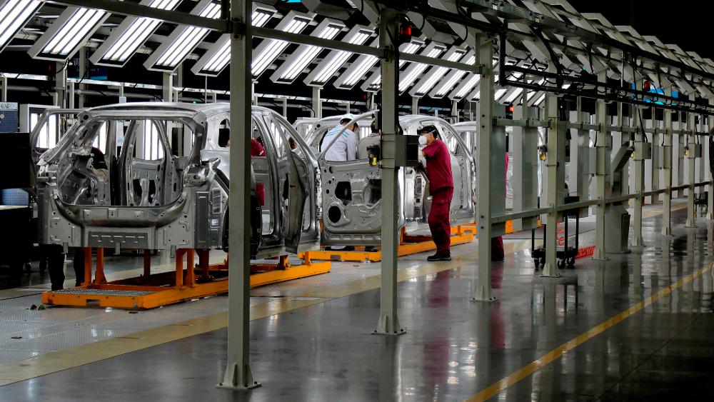Producción mundial de vehículos cayó 16 por ciento en 2020 - Foto de EFE