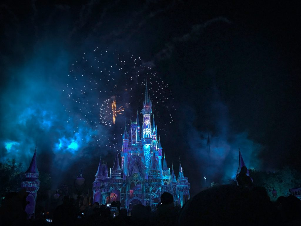 Disney reduce 'drásticamente' su publicidad en Facebook, según el WSJ - Photo by Jayme McColgan on Unsplash