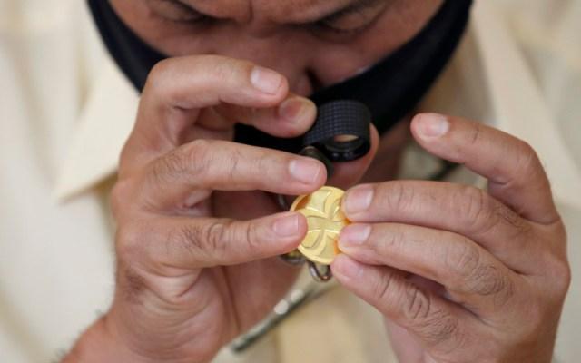 El oro sube a mil 883 dólares y se acerca a sus máximos históricos - Foto de EFE