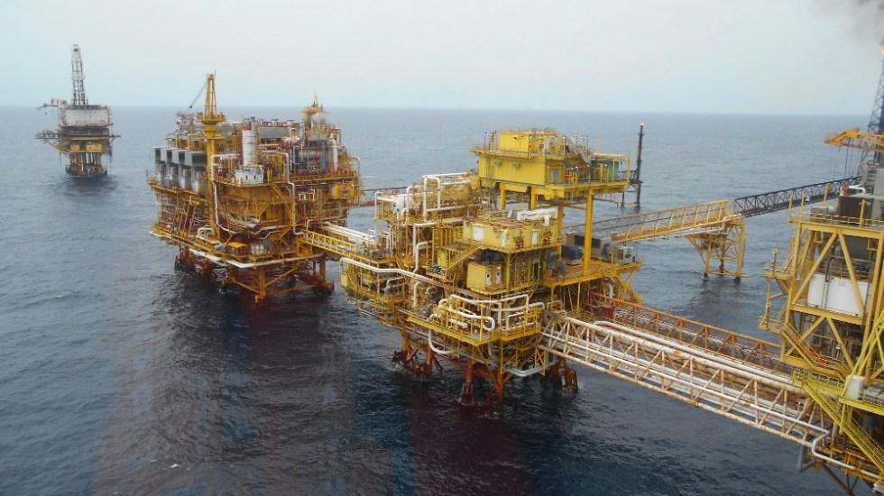 Pemex reanuda producción de petróleo tras incendio en el Golfo de México - Plataforma petrolera Pemex petroleo política