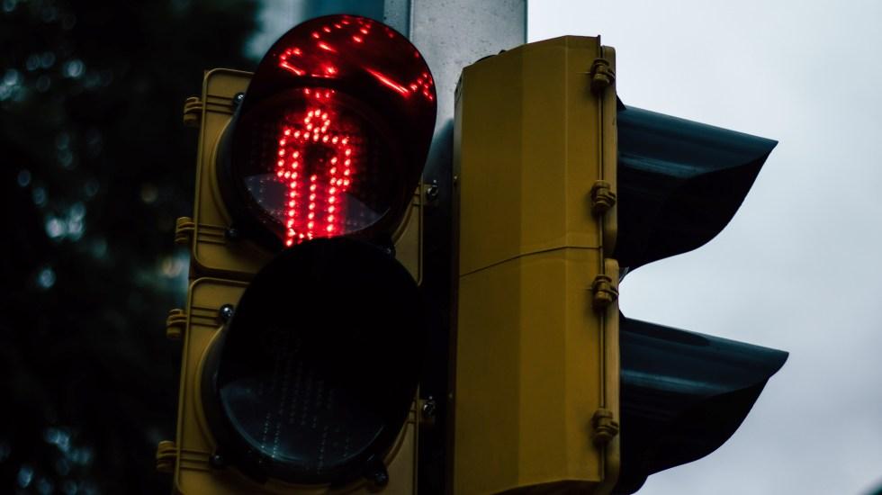 Google Maps comienza a mostrar semáforos en el camino - Semáforo. Foto de Alejandro Barba / Unsplash