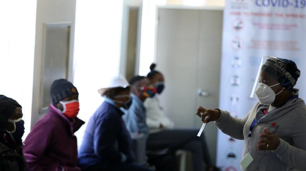 Incremento en número de muertes pone en duda bajas cifras de víctimas por COVID-19 en Sudáfrica - Foto de EFE