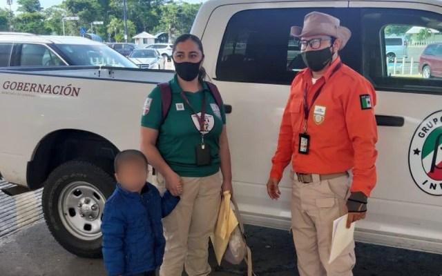 Rescatan en Hidalgo a niño de tres años de edad robado en Guatemala - Traslado de niño robado en Guatemala a Tenosique, Tabasco, para reunión con su madre. Foto de @INAMI_mx