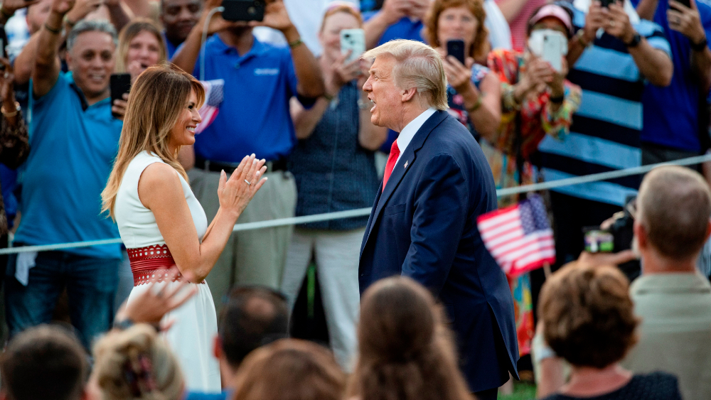 Trump encabeza acto por la independencia de Estados Unidos… sin sana distancia - Foto de EFE