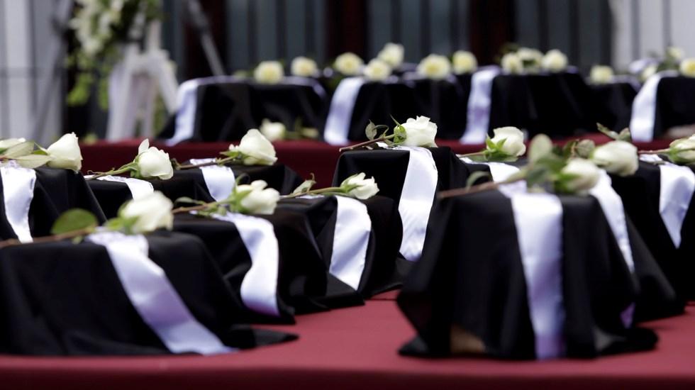 Suman 2 mil 325 mexicanos muertos por COVID-19 en Estados Unidos - Urnas con cenizas de mexicanos muertos en Los Ángeles por COVID-19. Foto de EFE / Archivo