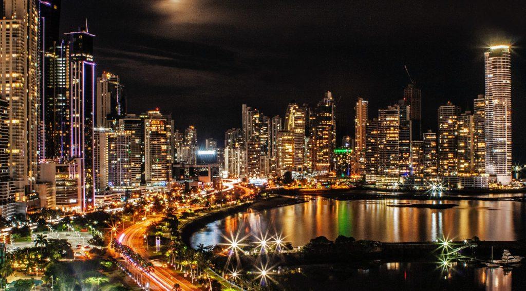 Panamá prorroga suspensión de vuelos internacionales hasta finales de agosto - Photo by Yosi Bitran on Unsplash