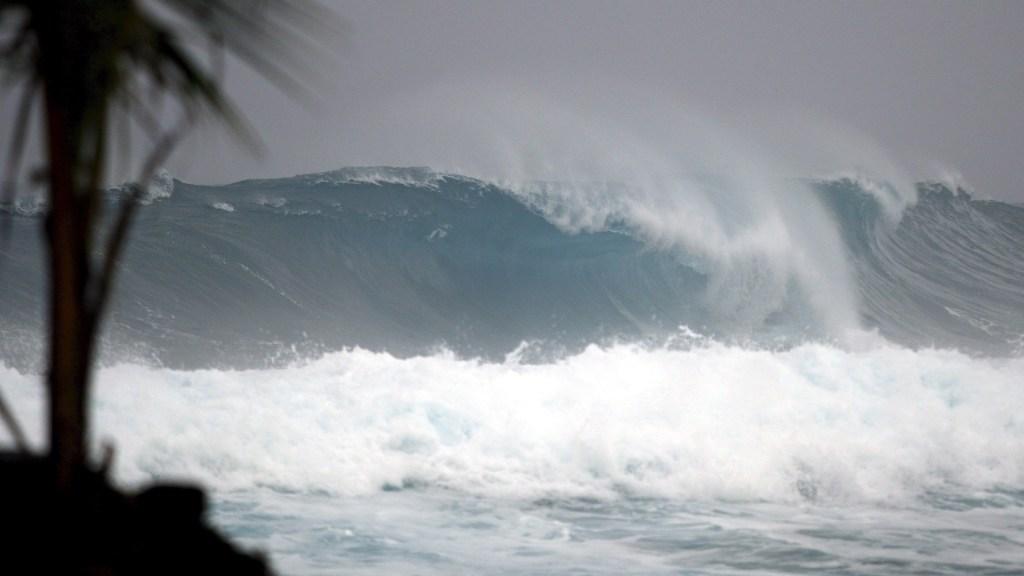 Convergerán tres ciclones tropicales durante el fin de semana - Alto oleaje en el Océano Atlántico por ciclón. Foto de EFE