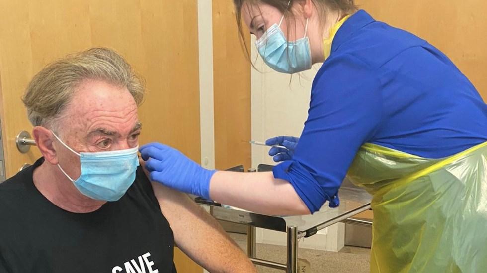Andrew Lloyd Webber recibe vacuna contra COVID-19 en prueba de la Universidad de Oxford - Foto de Twitter Andrew Lloyd Webber