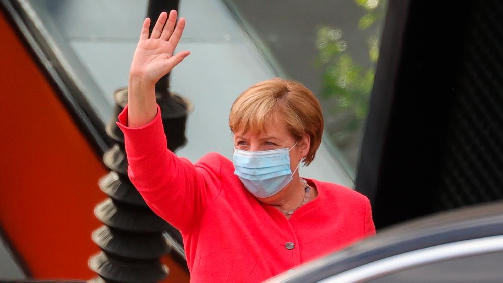 """Merkel advierte que incumplir normas antipandemia no es un """"delito menor"""" - Foto de EFE"""