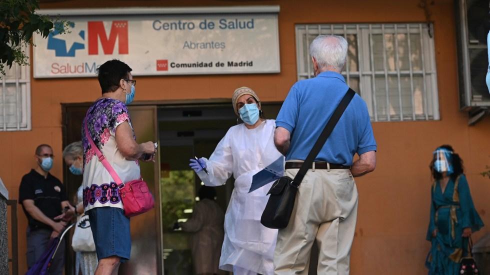 Rebasa España los 29 mil decesos por COVID-19 - Aplicación de pruebas aleatorias de COVID-19 en Centro de Salud en España. Foto de EFE