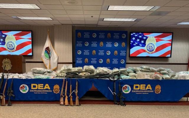 Detienen en EE.UU. a presunto operador del Cártel Jalisco Nueva Generación - Armas, droga y dólares incautados a presunto operador del CJNG. Foto de @DEAATLANTADiv