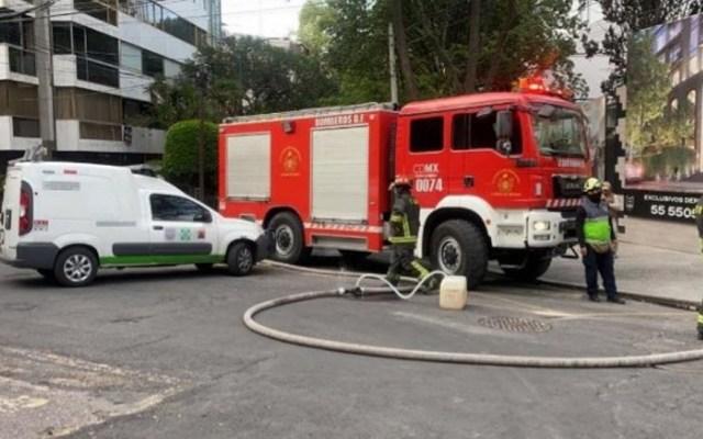 Olor a hidrocarburo revela fuga en Polanco - Atención de fuga de hidrocarburo en Polanco. Foto de @SGIRPC_CDMX