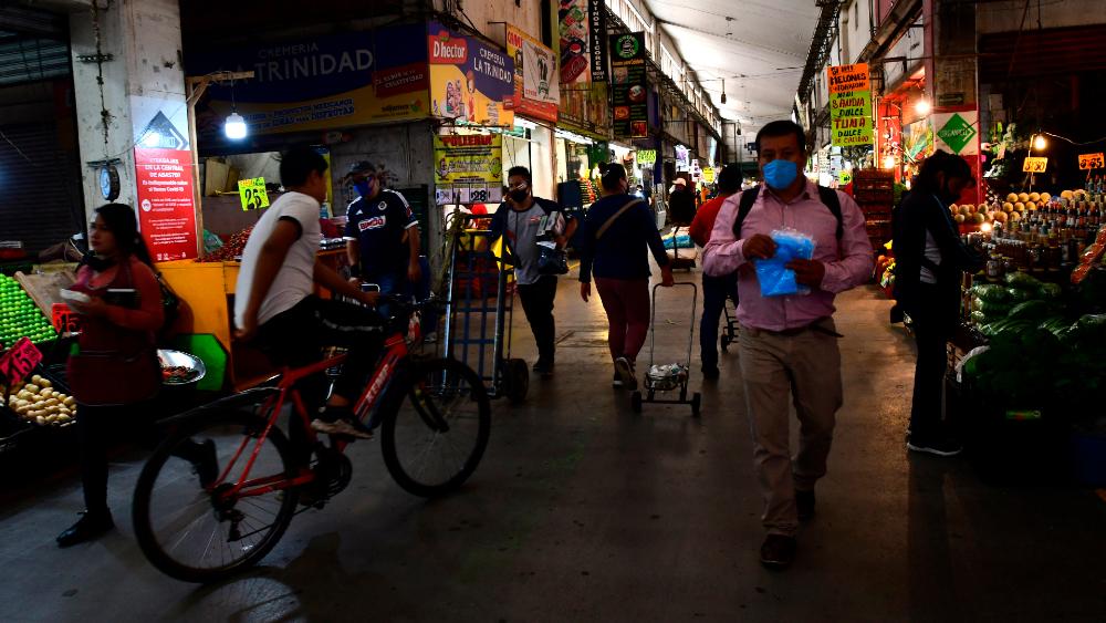 Farmacéuticos mexicanos piden mantener medidas de higiene para evitar rebrote - Foto de EFE